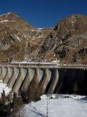 17 - Hráz přehrady, foceno také předloni. Výška 57 m, délka 622 m, hydroelektrárna má výkon 20 MW.