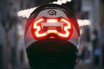 Brzdové světlo na helmě aneb bezpečnost především