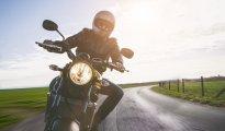 Vyplatí se motorkářům sezónní povinné ručení? Variantou je pojistka s možností předčasného ukončení